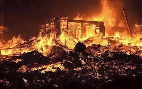 Breaking: Fire destroys shops in Lagos market