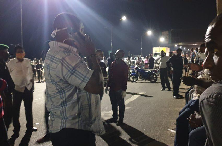 [VIDEO] Lagos residents stranded on third-mainland bridge as police enforce total lockdown, curfew order
