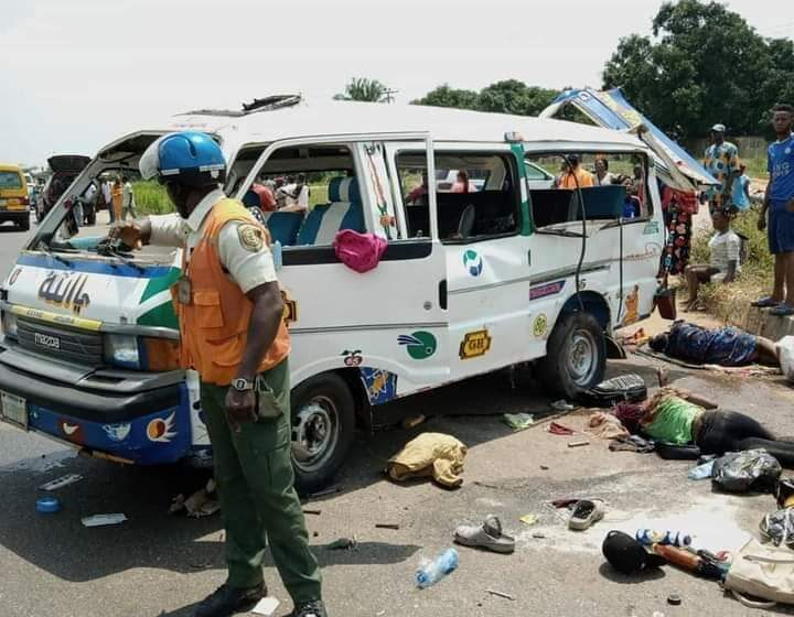 Toɗdler, Two others killed in Lagos-Ibadan Expressway accident