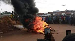 Angry Mob Sets Robbers Ablaze In Oyo