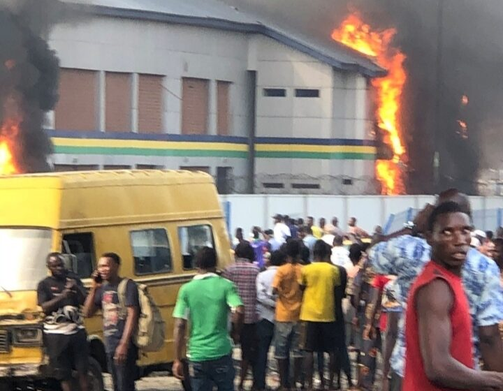 Thugs set police station ablaze in Lagos
