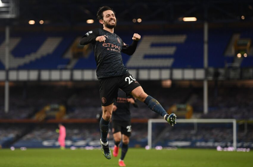 Mahrez stunner helps Manchester City move 10 points clear