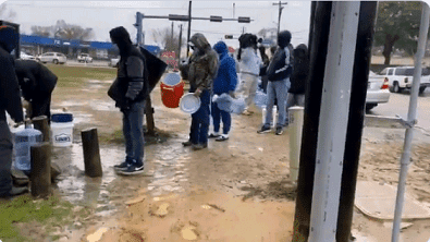 Americans line up to fetch water amidst power outage