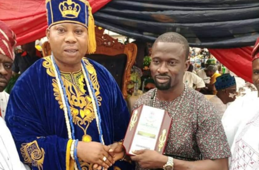 Fuji star, Malaika bags recognition award from Ogun State First Class Oba