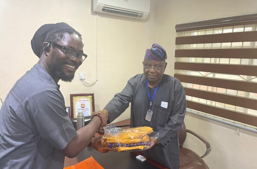 Daddy Showkey visits Ajomale, seeks inclusion of South-South politicians in Lagos government