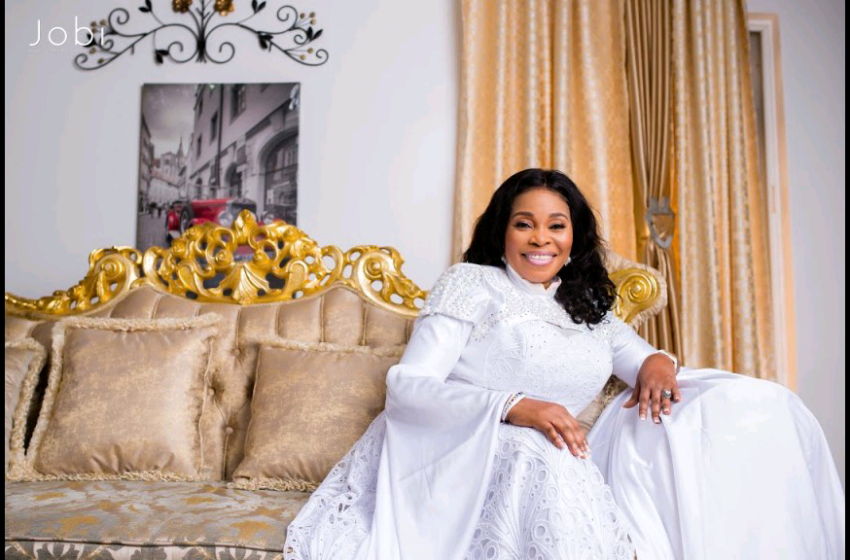 Gospel Artiste, Tope Alabi In Trouble For criticising Colleague's song