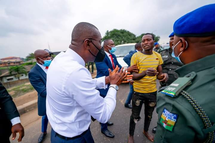 Lagos Governor, Sanwo-Olu arrests Suspected Highway Robbers